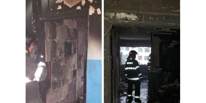 Agarrado com bebê, homem pula de prédio que pegou fogo
