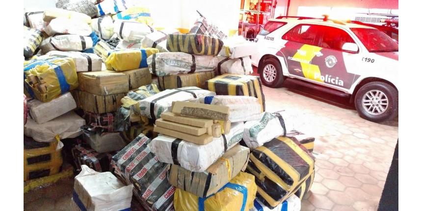 Caminhoneiro é detido com quase 7 toneladas de maconha escondidas em carga de aveia