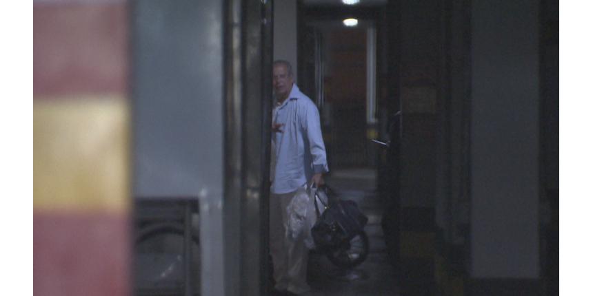 José Dirceu volta para casa após 1 mês preso na Papuda