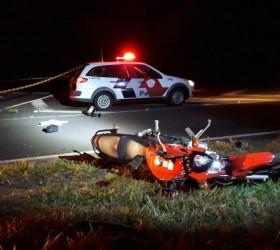 Motociclista morre baleado por PM em confusão após acidente