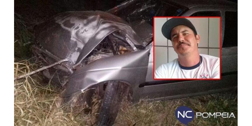 Motorista morre após derrubar poste de iluminação