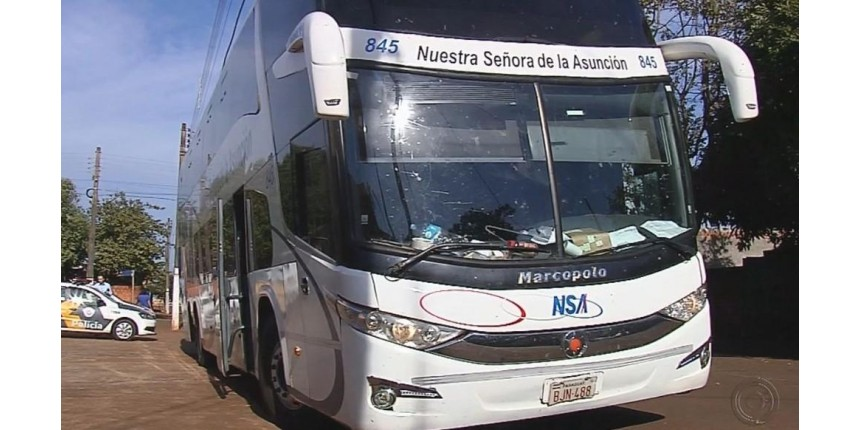 Quadrilha assalta ônibus e prende sacoleiros e motorista no bagageiro