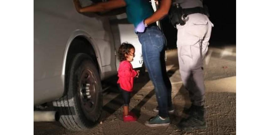 Trump recua e determina o fim da separação de famílias de imigrantes
