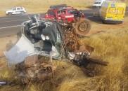 Um morto e dois feridos em acidente entre dois carros...