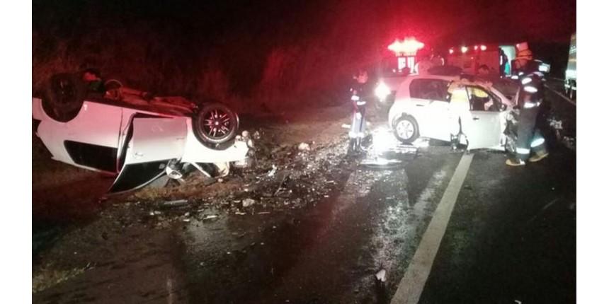 Duas pessoas morrem em colisão frontal na rodovia
