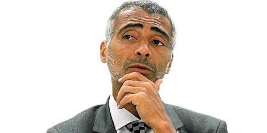 Justiça apreende carros e lancha do senador e ex-jogador Romário