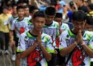 """Meninos deixam hospital na Tailândia: """"Ver o mergulhador foi como..."""