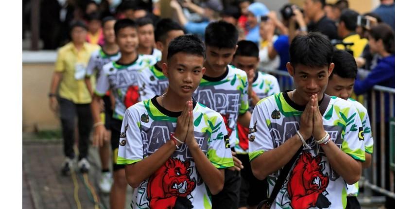 """Meninos deixam hospital na Tailândia: """"Ver o mergulhador foi como um milagre"""""""
