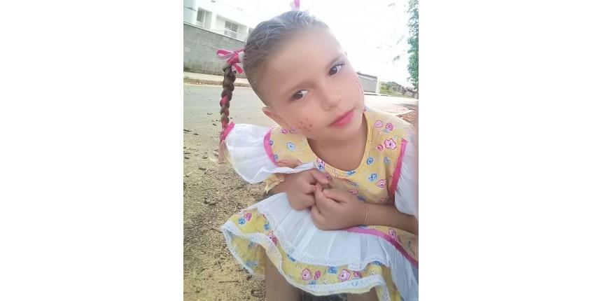 Morre menina picada por escorpião no quintal de casa