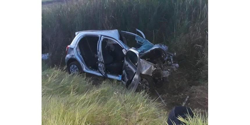 Motorista e motociclista morrem após colisão em vicinal