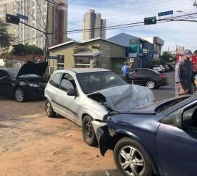 Seis pessoas ficam feridas em acidente envolvendo carro de deputado...