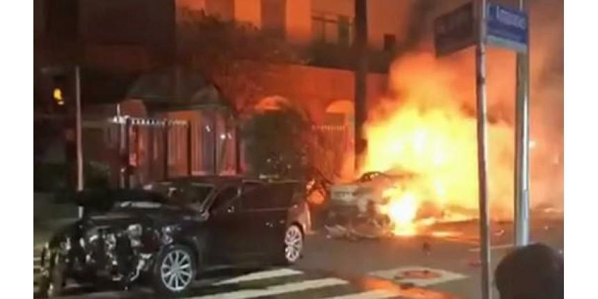 3 morrem carbonizados após batida entre carros em São Paulo