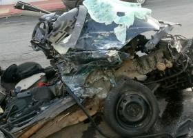 5 jovens morrem após carro bater em caminhão