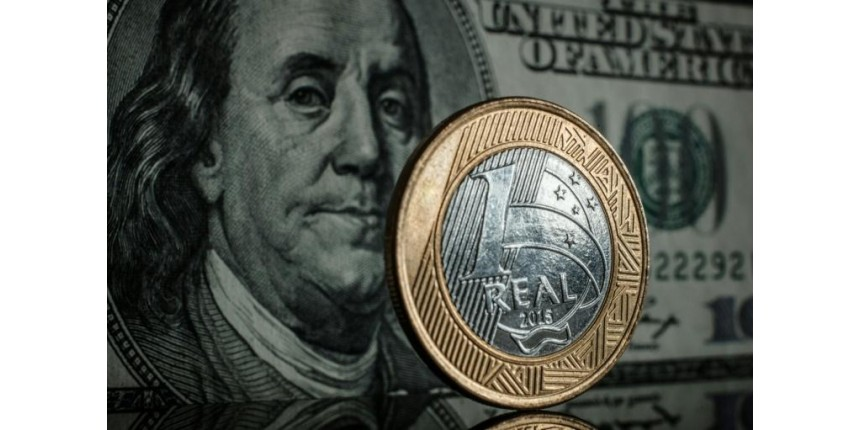 BC atua e dólar fecha aos R$ 4,15, após atingir máxima de R$ 4,21