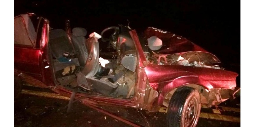 Choque frontal entre carros deixa um morto e 5 feridos em rodovia