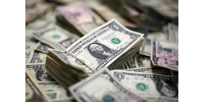 Depois de quase dois anos e meio, dólar atinge R$ 4 com cenário político