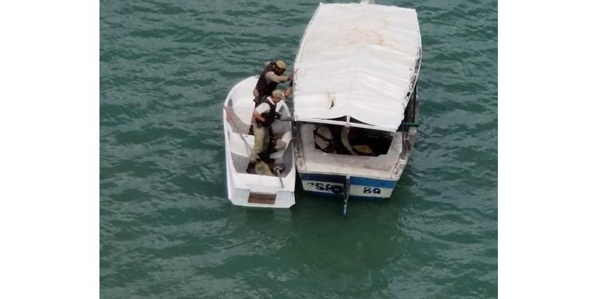 Dupla suspeita de assaltar ônibus é presa ao fugir pelo mar