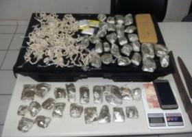 Estudante é detido com mais de mil pedras de crack em bairro...