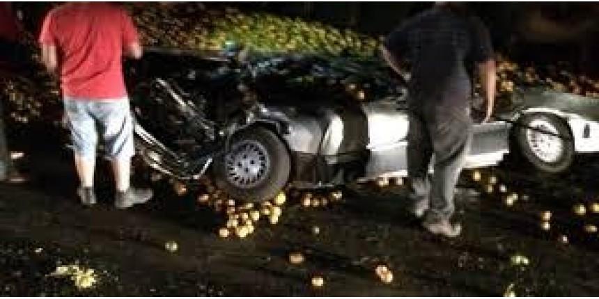 Família de cantora gospel morre após ter carro esmagado por carga de laranja no interior