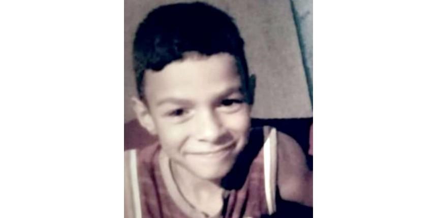 Menino de 8 anos que morreu após passar três vezes pelo mesmo hospital teve febre maculosa, aponta laudo