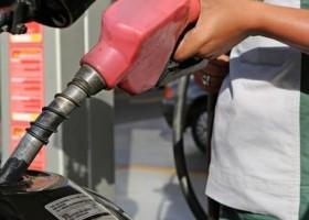 Preços médios da gasolina e do diesel nas bombas terminam a semana...