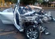 Acidente entre carro e caminhão deixa dois mortos em rodovia