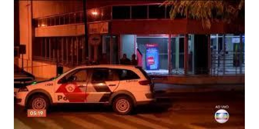 Criminosos explodem agências bancárias e trocam tiros com PM no centro de Bauru