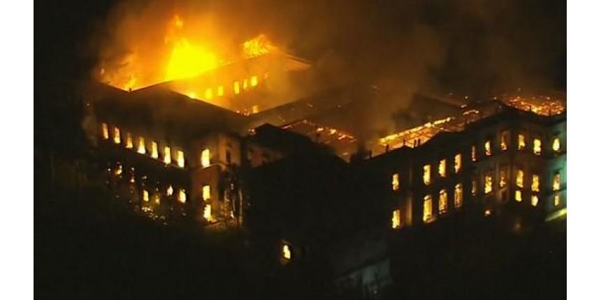 Incêndio de grandes proporções destrói o Museu Nacional, na Quinta da Boa Vista