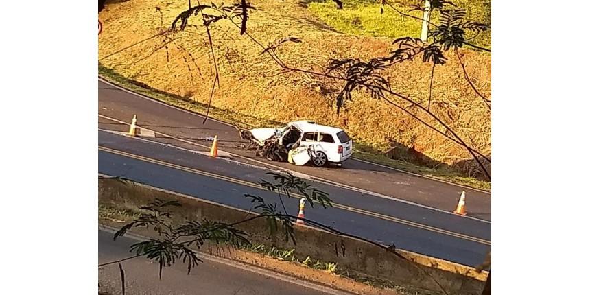 Jovem morre após bater de frente com caminhão