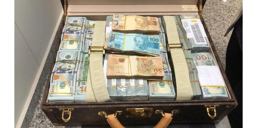 Malas com dólares e relógios de luxo são apreendidas com filho de ditador