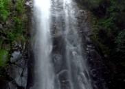 Mulher morre atingida por pedra durante rapel em cachoeira