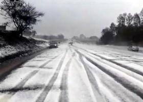 Temporal com granizo deixa rodovia no interior de SP com 'cara' de...
