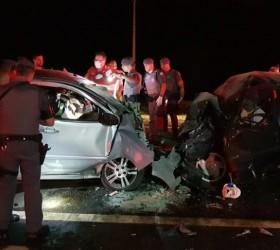 Batida frontal entre carros deixa cinco mortos em rodovia