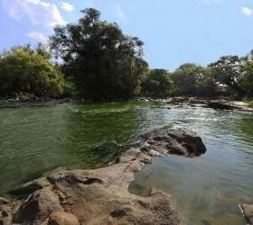 Dois jovens pulam em rio para salvar amiga e morrem...