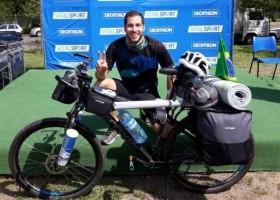 Blogueiro pedalará 3 mil km para ajudar pessoas com...