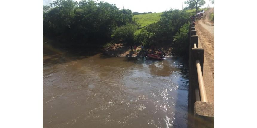 Bombeiros acham corpo de adolescente que se afogou em rio