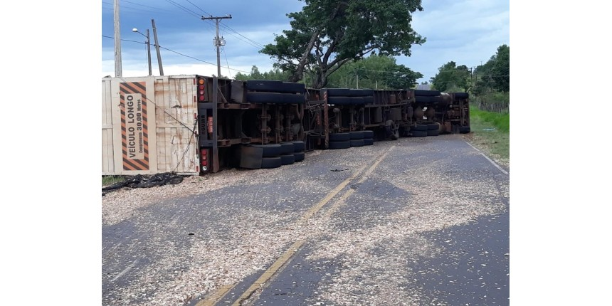 Dois acidentes quase simultâneos em rodovia