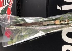 Homem esconde faca em buquê para tentar matar ex-mulher...