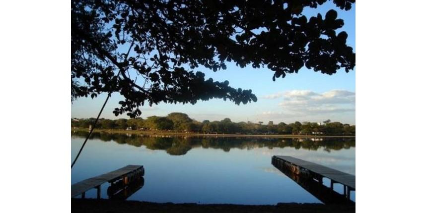 Idosa morre afogada após carro sem freio cair em represa