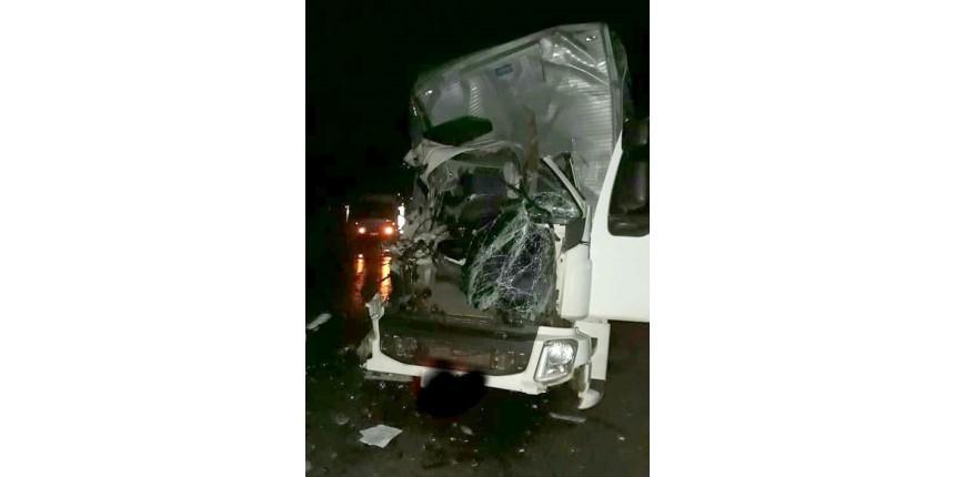 Jovem de Bastos morre após acidente entre caminhões em rodovia