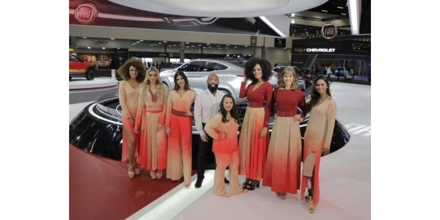 Salão do Automóvel desafia padrões de beleza com modelos com vitiligo, síndrome de Down e próteses