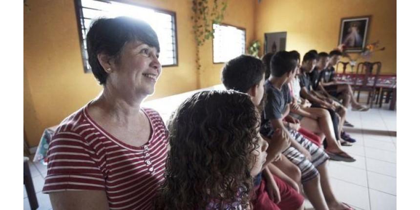 1º Natal em casa: a história da família que adotou 6 irmãos de uma só vez e agora tem 22 filhos