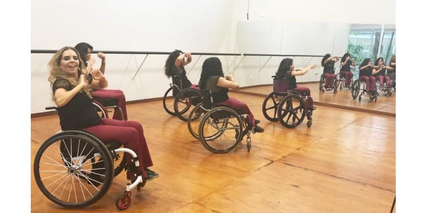 Dançarina que ficou tetraplégica aos 17 anos cria companhia de dança para cadeirantes