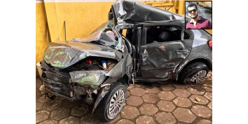 Jovem de 23 anos morreu ao bater carro em poste