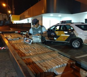 Polícia apreende meia tonelada de pasta base de cocaína escondida...