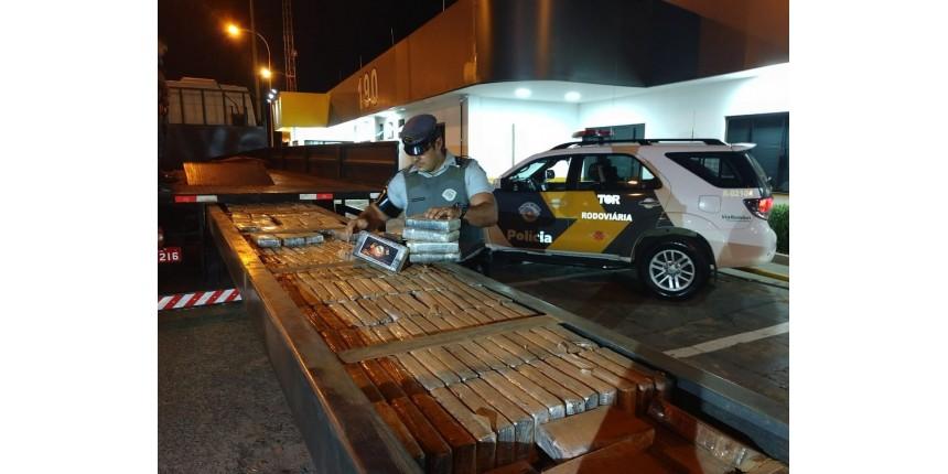 Polícia apreende meia tonelada de pasta base de cocaína escondida em caminhão