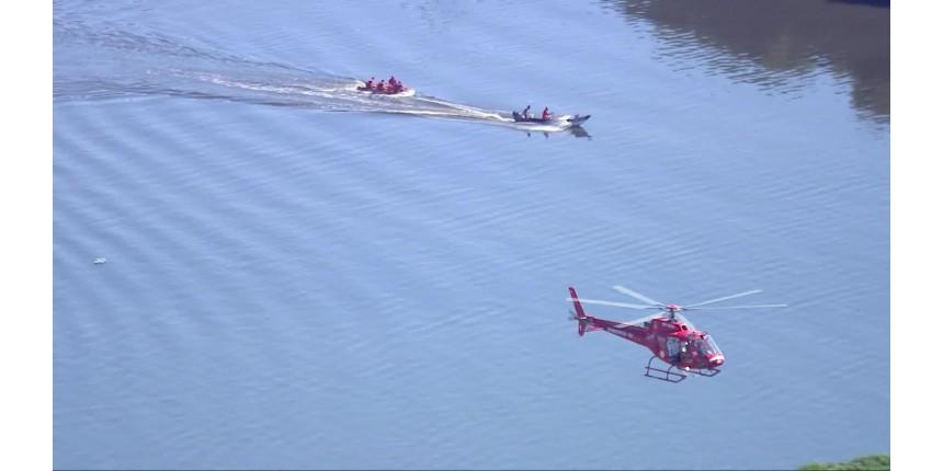 Helicóptero da PM cai na Baía de Guanabara, Rio