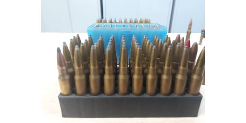 Mulher é presa com quase 500 munições de vários calibres