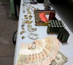 Polícia recupera R$ 30 mil em joias roubadas e apreende...