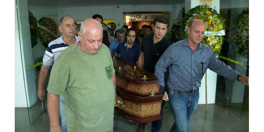 Corpo do jornalista Ricardo Boechat é cremado na Grande SP